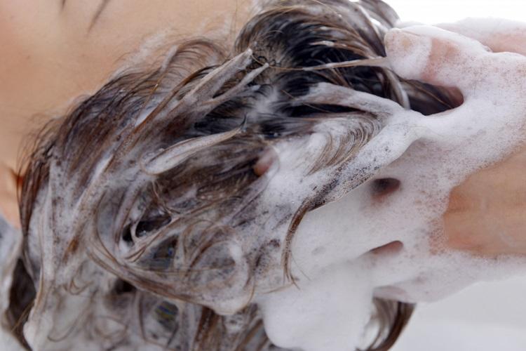 シャンプーの抜け毛が気になる。その原因と対策を知りたい!