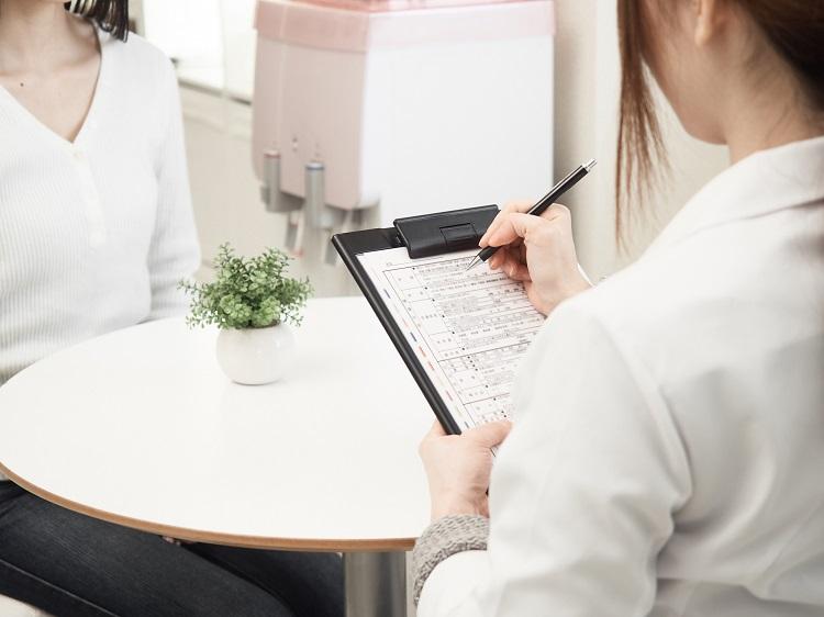 産後の抜け毛(5)薄毛治療専門クリニックで相談する